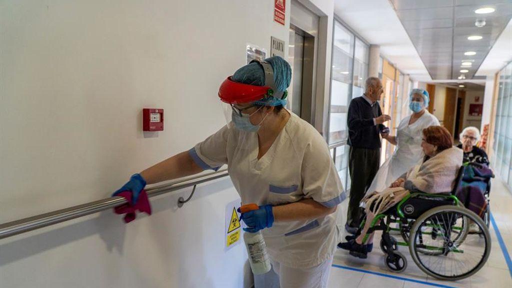La entrada de visitas en residencias remueve el miedo a revivir la pesadilla del coronavirus