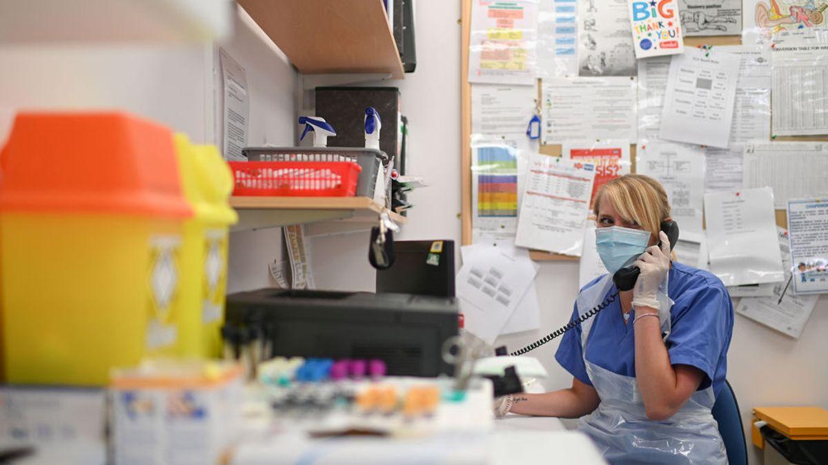 Los rastreadores del Reino Unido, incapaces de localizar contactos de un 33% de infectados por coronavirus