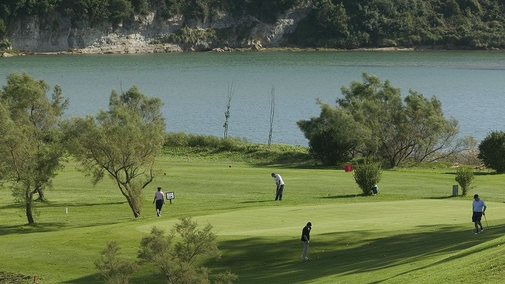 Jugar al golf en tiempos de pandemia: partidos de 4 personas y uso de buggies de manera individual