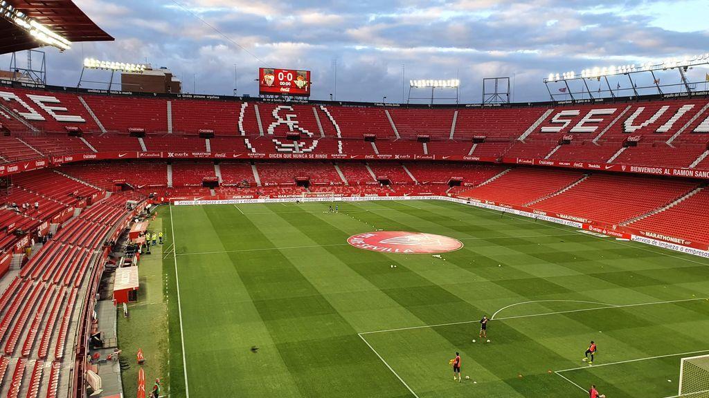 Sevilla da ejemplo en el regreso del fútbol: mascarillas, nervios, tensión pero máxima seguridad y respeto