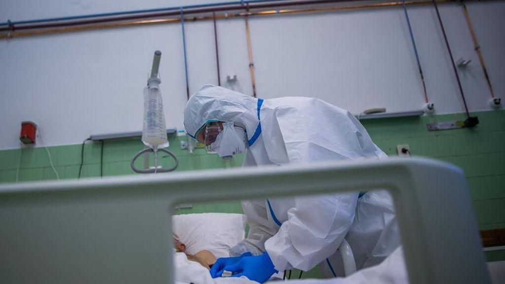 Los síntomas inusuales del coronavirus: pies rojos que se hinchan y queman, sarpullidos y vómitos