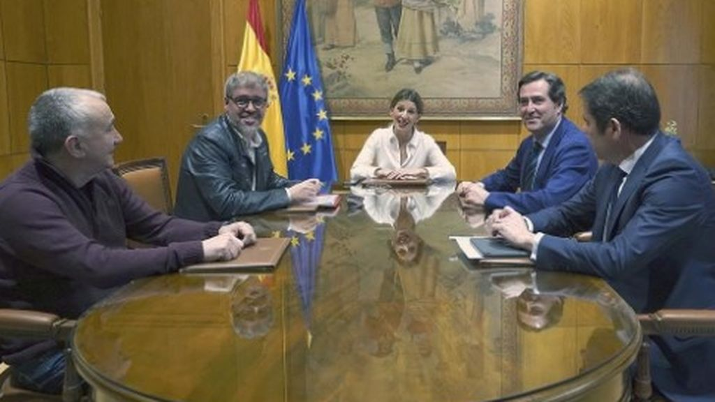 El Gobierno insta a Sindicatos y patronal a cerrar un acuerdo para extender los ERTE