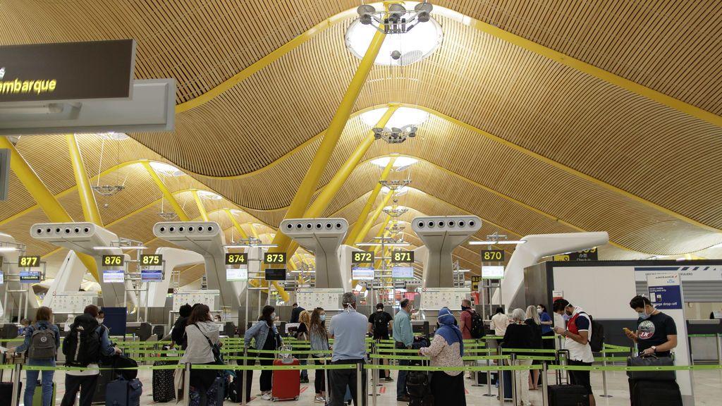 Todos los aeropuertos de AENA instalan cámaras de temperatura y registros digitales para viajeros internacionales