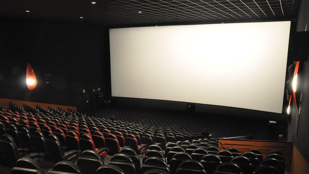 Reabren los cines de las grandes ciudades: con venta online, control de aforo y agrupación de convivientes