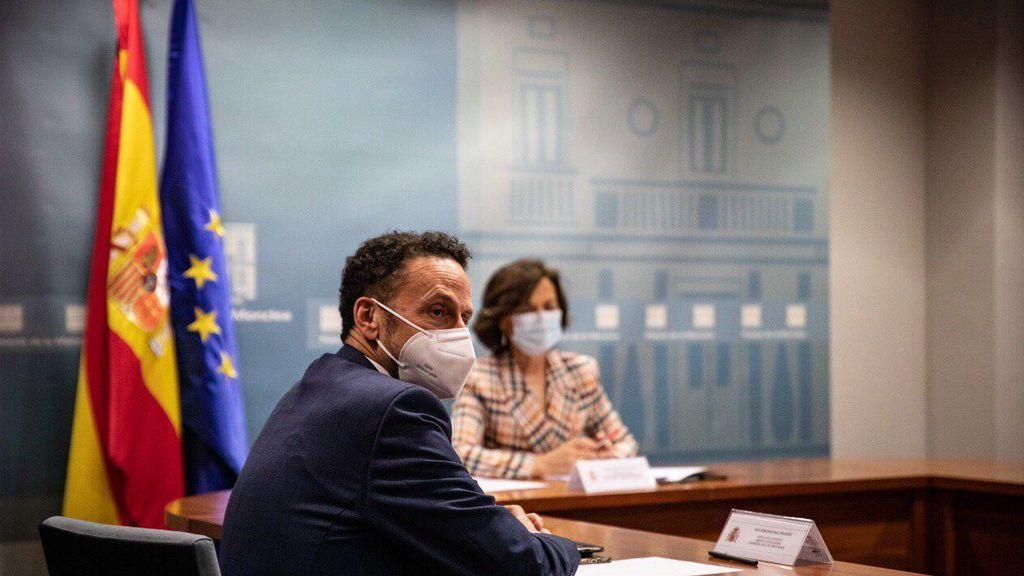 Reunión de Edmundo Bal y Carmen Calvo en el Congreso