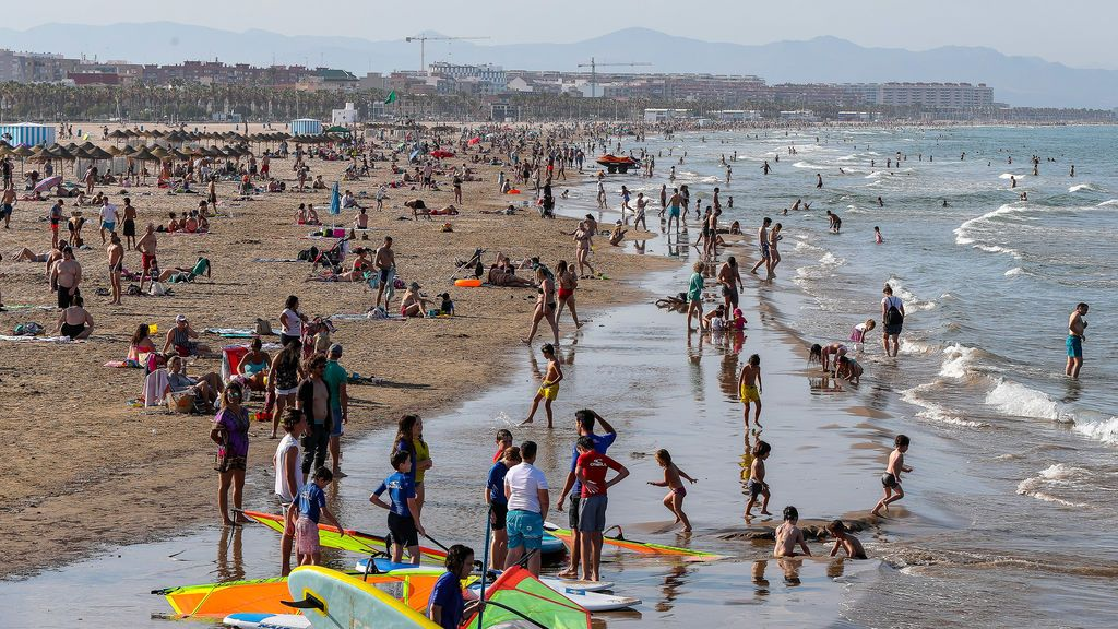 Más de 22.300 aspirantes se presentan a las 1.000 plazas de auxiliar de playa en Valencia