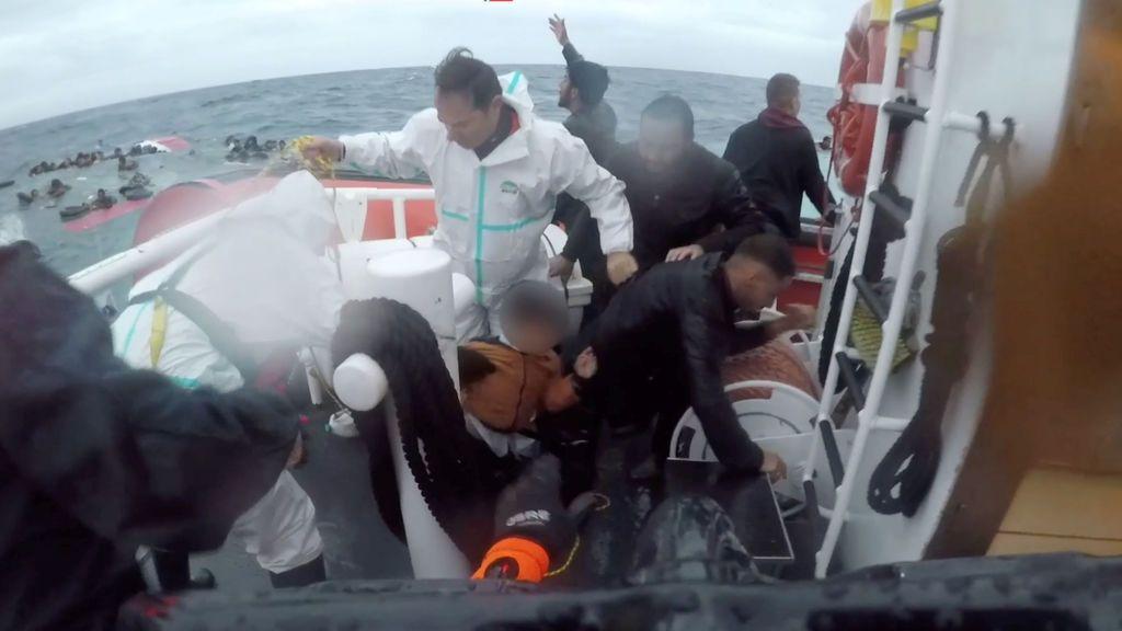 Más de 50 el balance de muertos por el naufragio de una patera frente a Túnez