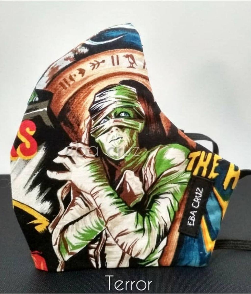 Mascarilla con temática de terror diseñada por Eba Cruz