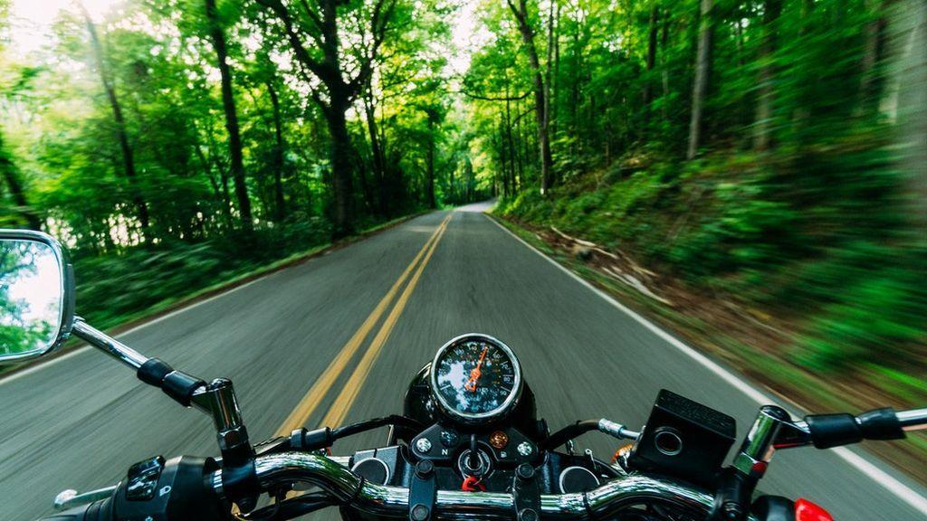 motor-bike-running-close-up-photography-2519374