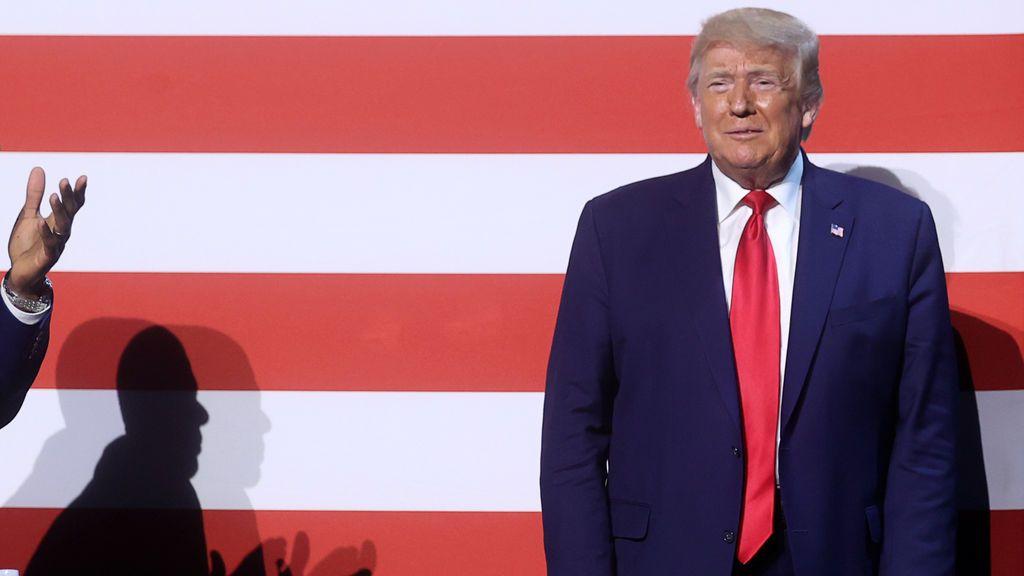Trump pide a sus seguidores que no le demanden si se contagian de coronavirus en su mítin