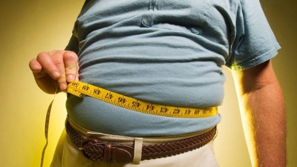 Un estudio confirma que cenar tarde engorda y provoca problemas de salud