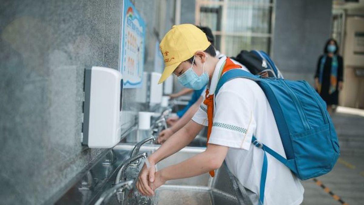 China cierra el mayor mercado mayorista de Pekín por un nuevo brote de coronavirus