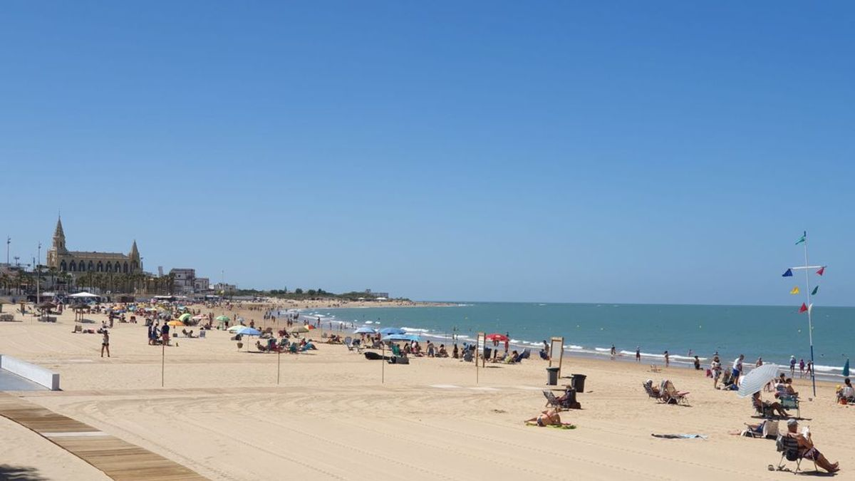 El primer fin de semana de movilidad en Andalucía deja playas al borde de ocupación y hoteles con los primeros turistas