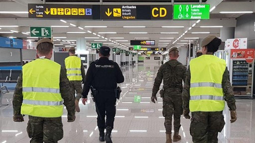 Un total de 55 pasajeros se hallan en cuarentena tras llegar a Palma en dos vuelos internacionales
