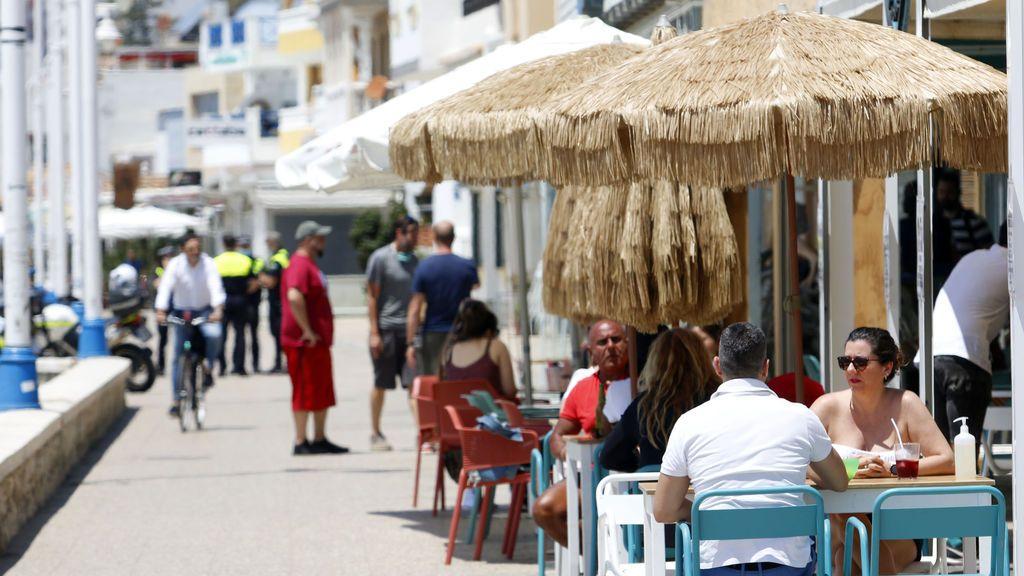 Andalucía realizará 250.000 test a trabajadores de restaurantes y hoteles para garantizar un turismo seguro