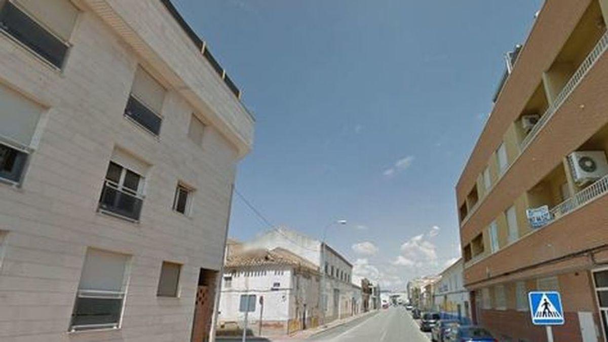 Fallece un niño de 2 años al precipitarse desde un ático en La Roda (Albacete)