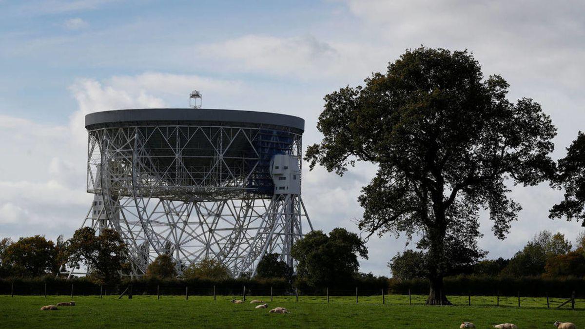 El misterio de las extrañas señales cósmicas que se repiten cada 157 días en el universo