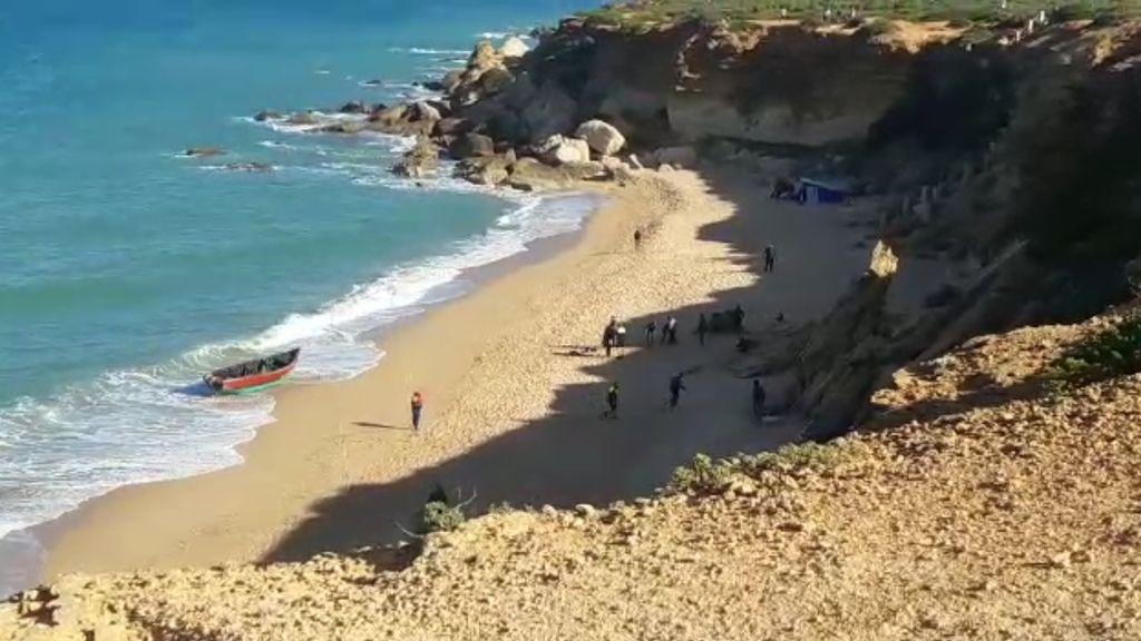 Rescatados 12 migrantes de una patera en Cádiz