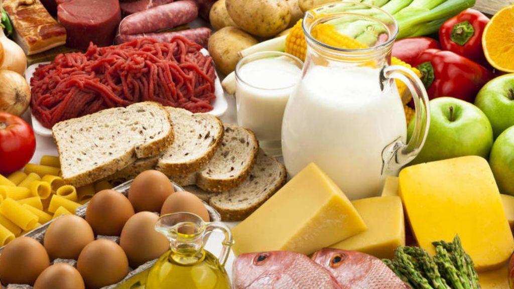 Algunos alimentos que contienen yodo son el bacalao, camarones, el yogur o los huevos.