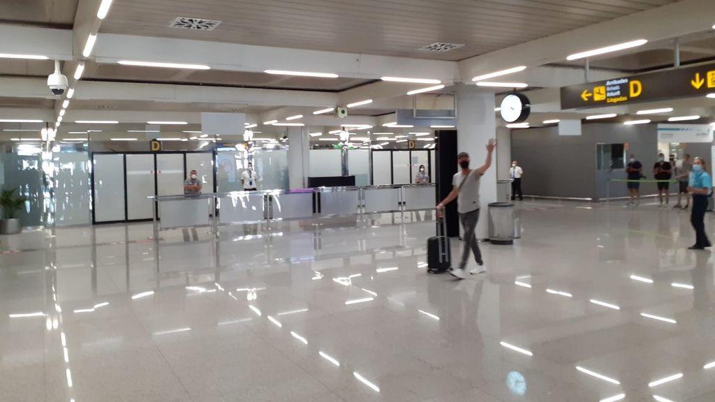 Aterrizan los primeros turistas alemanes en Palma de Mallorca