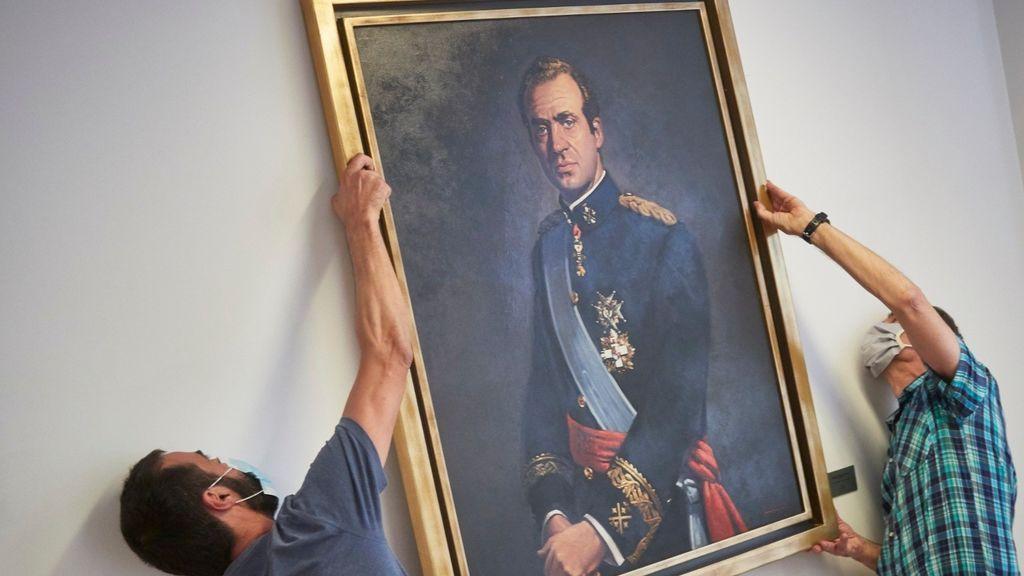 El Parlamento de Navarra retira el retrato del rey Emérito con los votos favorables del PSN