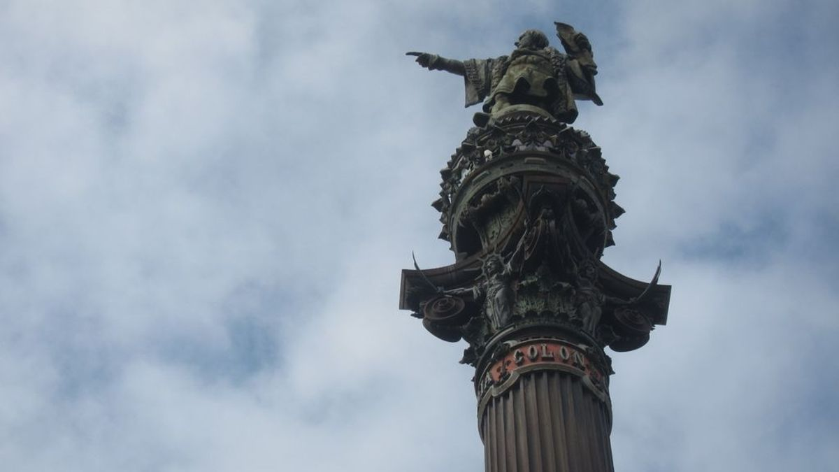 Ada Colau estudia contextualizar la estatua de Colón, pero no retirarla