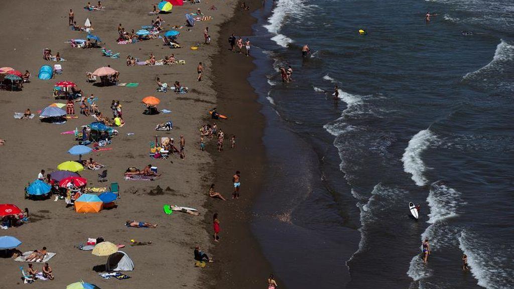 Los vigilantes de la playa más reales que nunca en Andalucía: 3.000 han sido contratados para cumplir las medidas