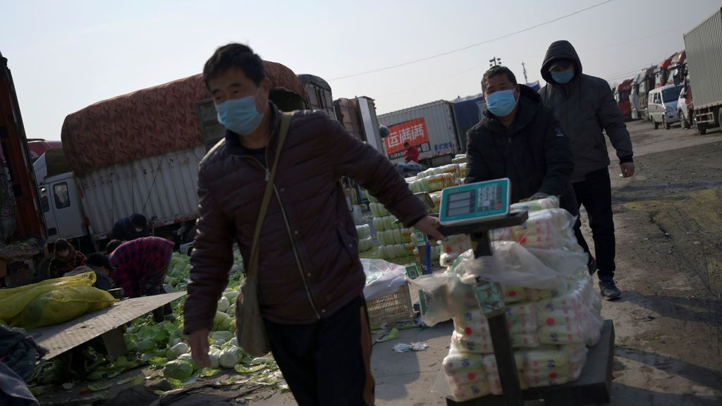 Trabajadores del mercado de Xinfadi