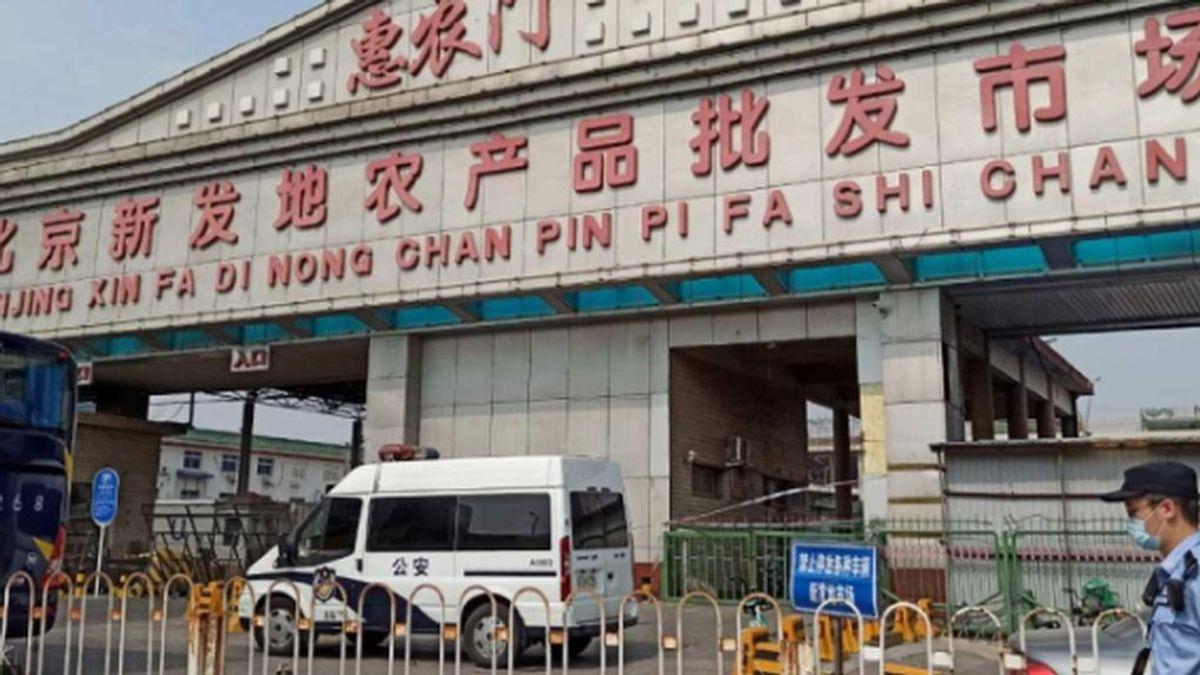 La estación de autobuses de larga distancia al lado del mercado de Pekín alarma a las autoridades chinas