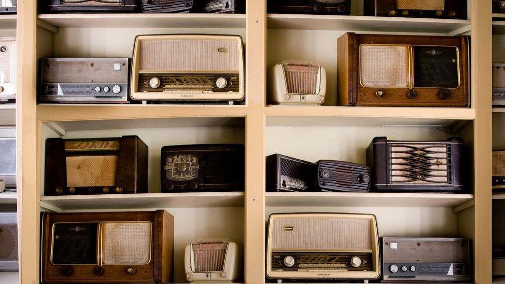 vintage-music-antique-radio-9295