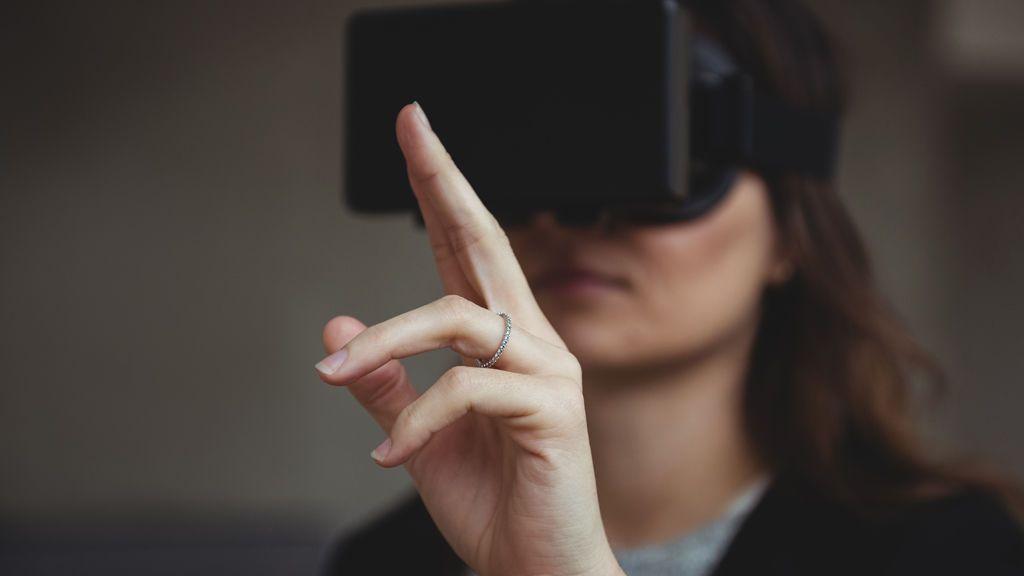 Recrear a un ser querido con realidad virtual para superar su pérdida: los expertos opinan