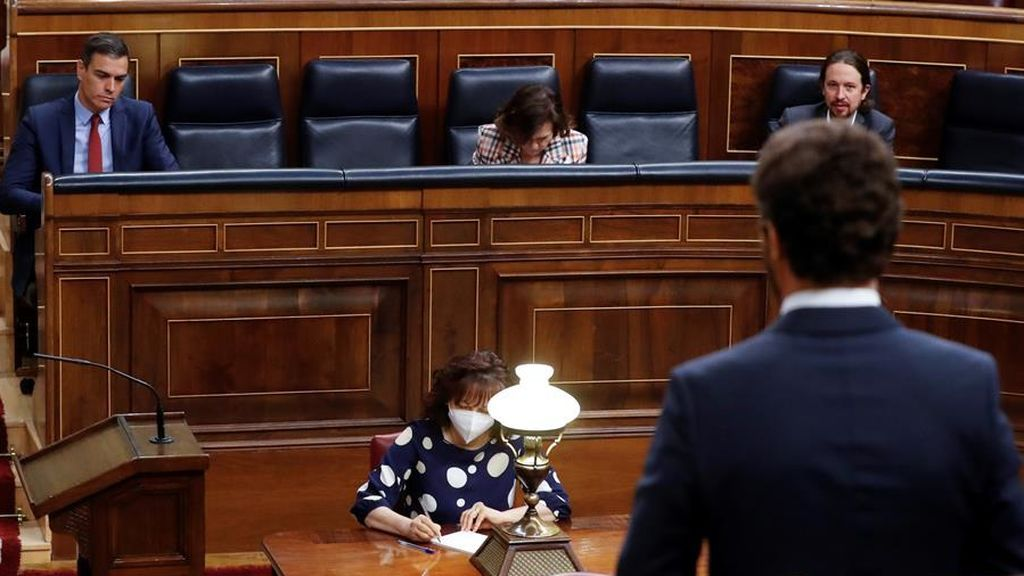 Pablo Casado se dirige al presidente del Gobierno en la sesión de control del Congreso