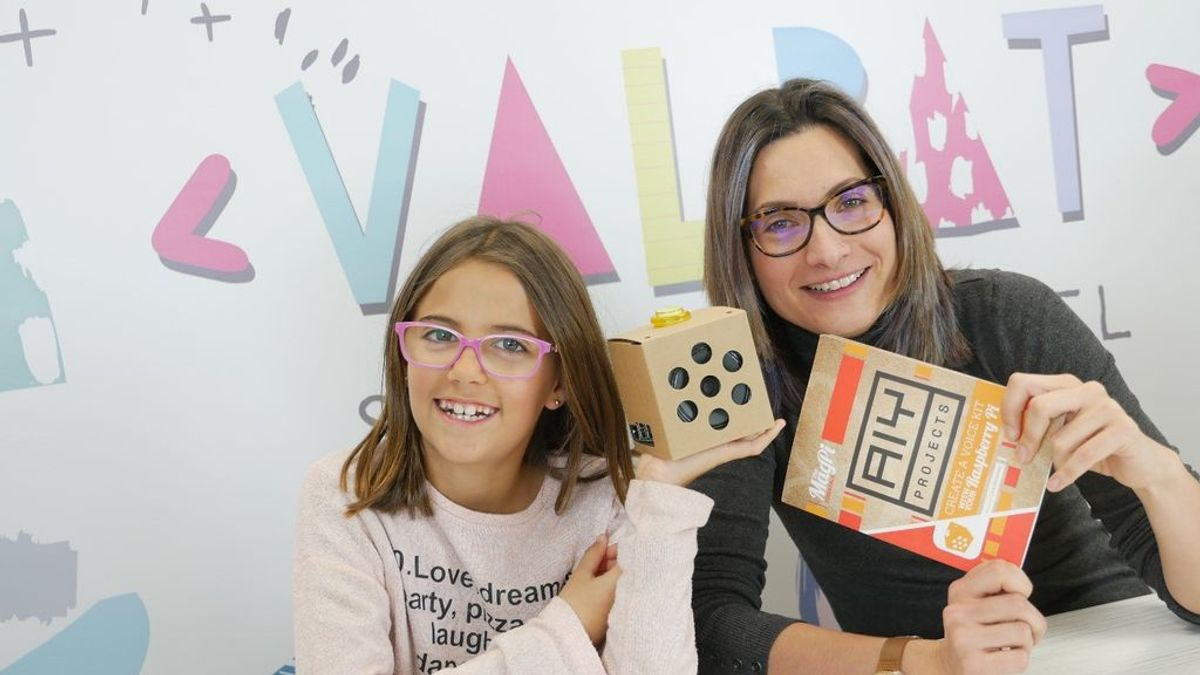 """La niña que triunfa enseñando robótica en Youtube: """"No hemos parado en cien días, ni siquiera los fines de semana"""""""