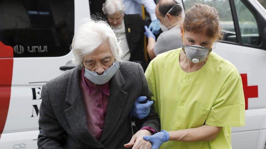 La directora de la residencia en la que murieron 53 ancianos en Galicia carga contra la Xunta en una carta