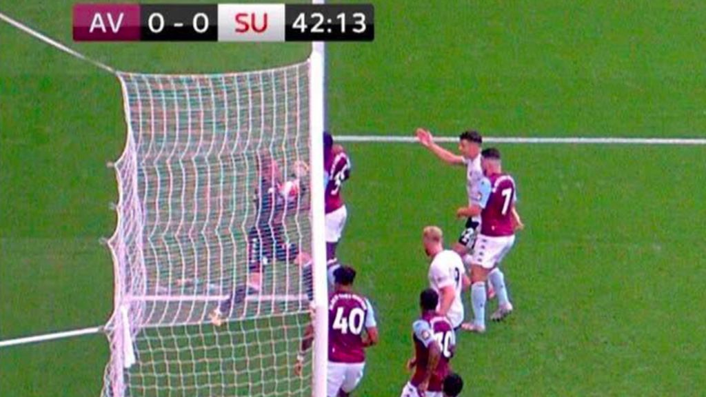 Gol anulado al Sheffield a pesar de que el balón traspasó la línea de gol