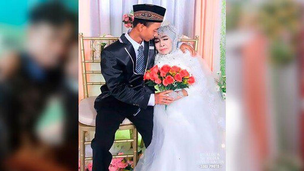 El amor no tiene edad: con 65 años se casa con su hijo adoptivo de 24