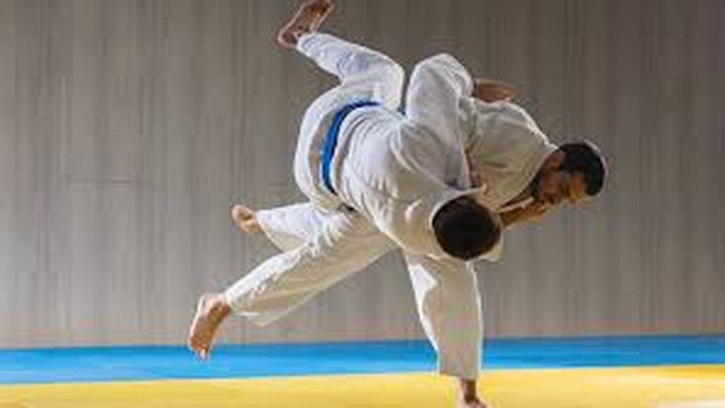 Dos atletas practicando judo