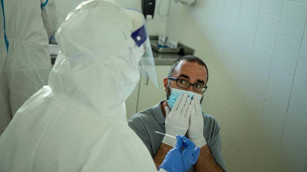 Sanidad detecta 236 posibles reacciones adversas a fármacos contra el COVID-19