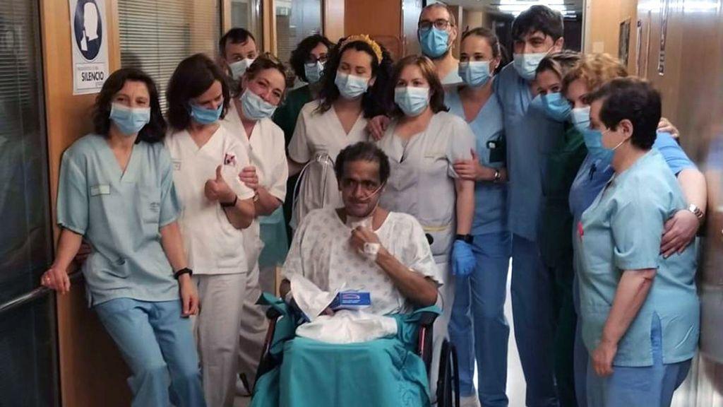 """Óscar, el """"hombre cable"""" que luchó a """"vida o muerte"""" contra el coronavirus durante 71 días en la UCI"""