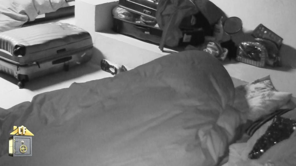 Iván y Oriana desatan su pasión dentro del saco de dormir