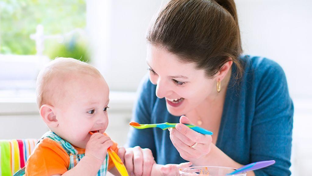 Tips para introducir la primera papilla de frutas a tu bebé.