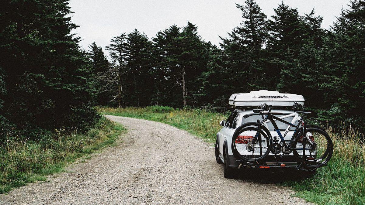 Transportar las bicis en el coche: diferentes soluciones legales para que no te multen