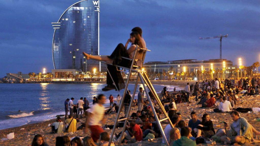 Gobierno catalán recomienda cerrar playas por las hogueras de San Juan y celebrarla en grupos de hasta 20