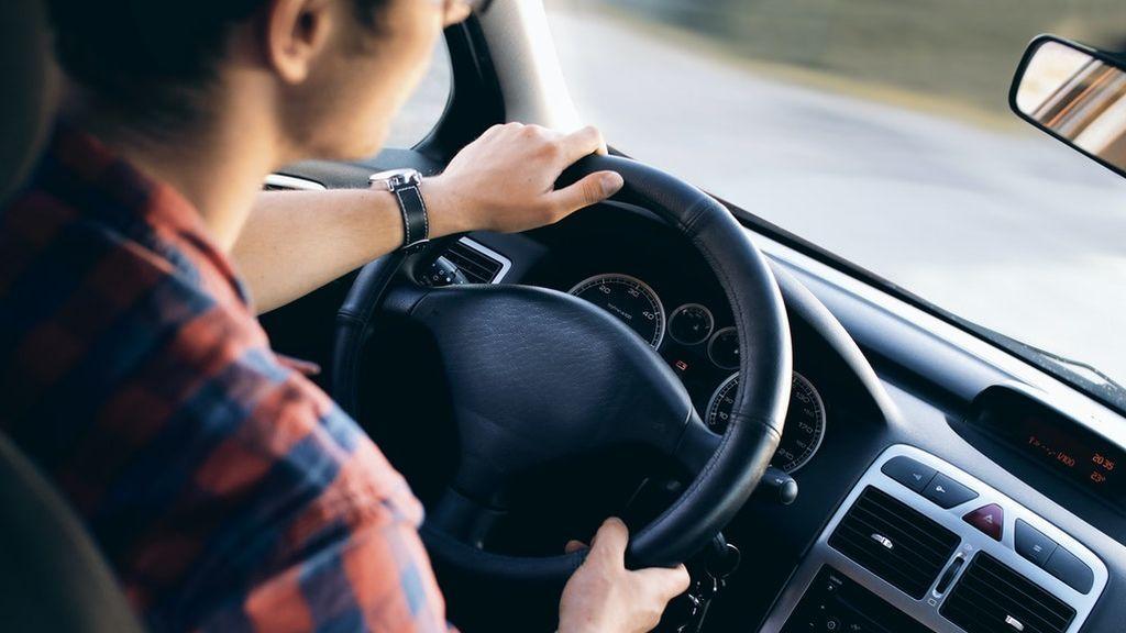 Siglas en tu coche que no sabes lo que significan: ESP y ASR