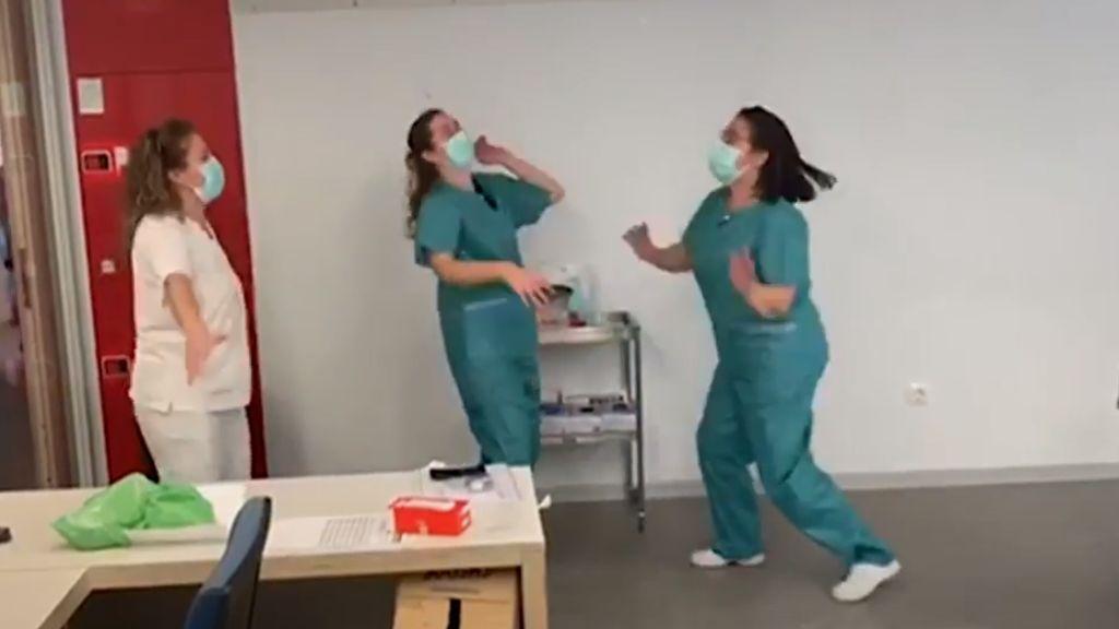 Mónica saltaba de alegría porque Rosa estaba curada