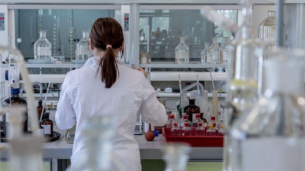 Diseñan un tejido capaz de eliminar por contacto el coronavirus: acaba con el 99,9% del virus