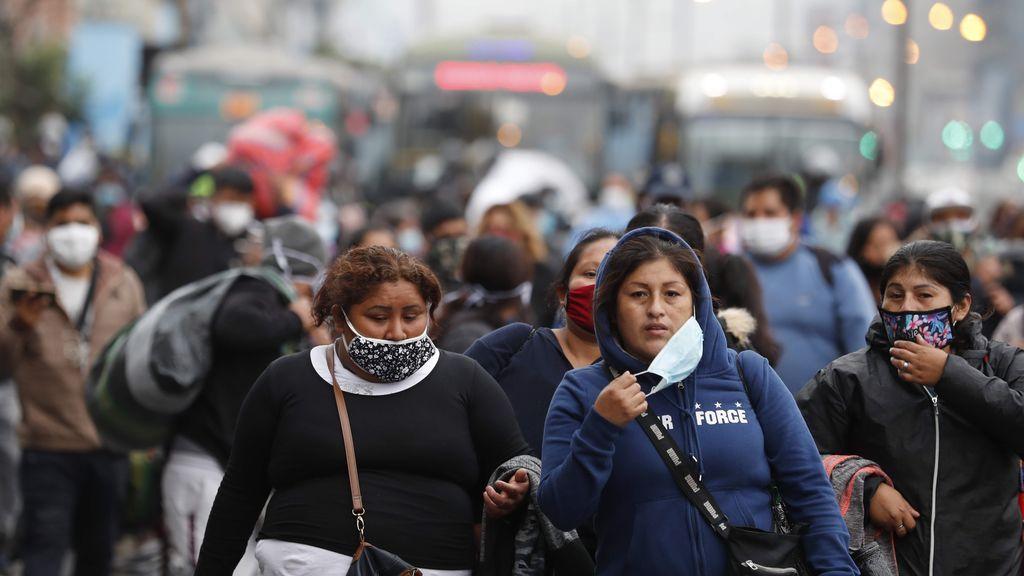 Un grupo evangélico de Perú inyecta un medicamento veterinario para el coronavirus a miles de personas