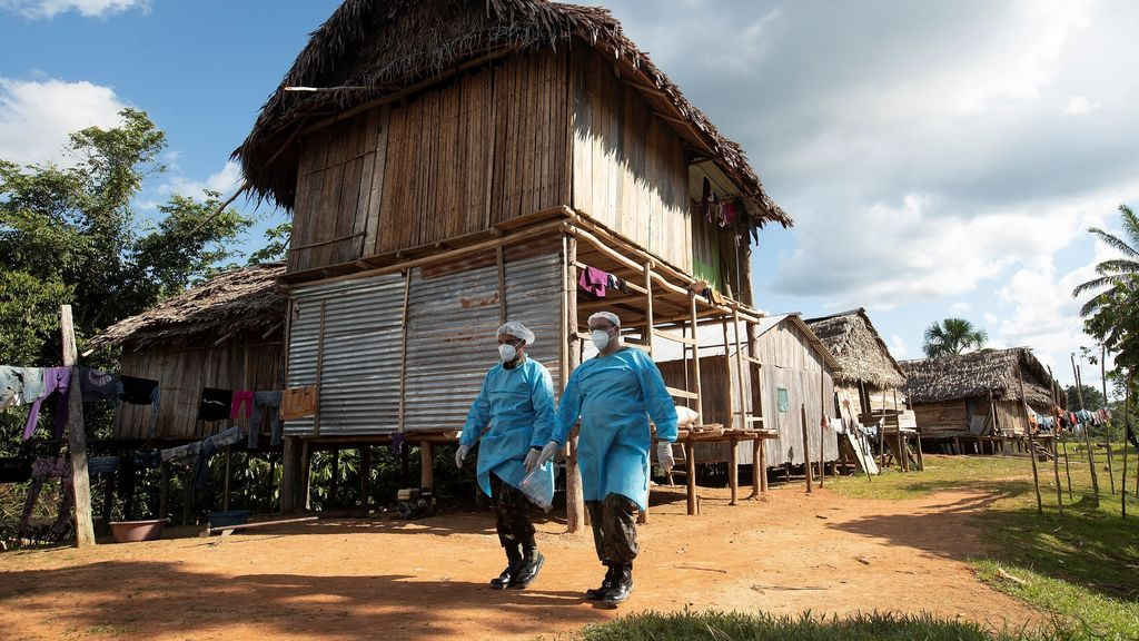 Los indígenas brasileños se adentran en la selva amazónico para escapar del coronavirus