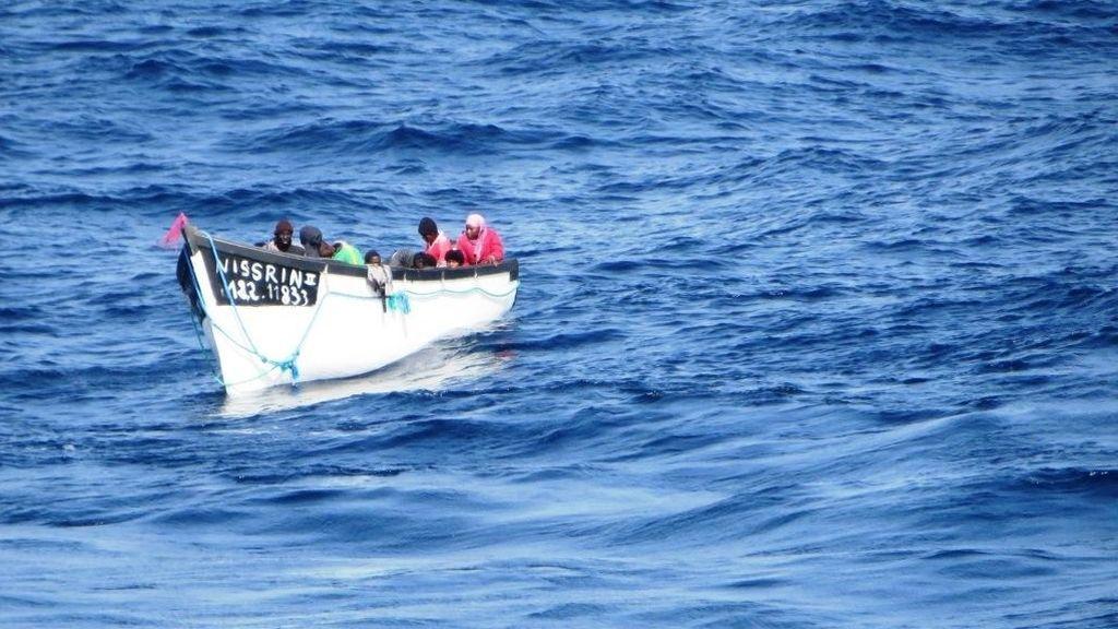 Marruecos detecta 37 casos de COVID entre emigrantes con destino a Canarias