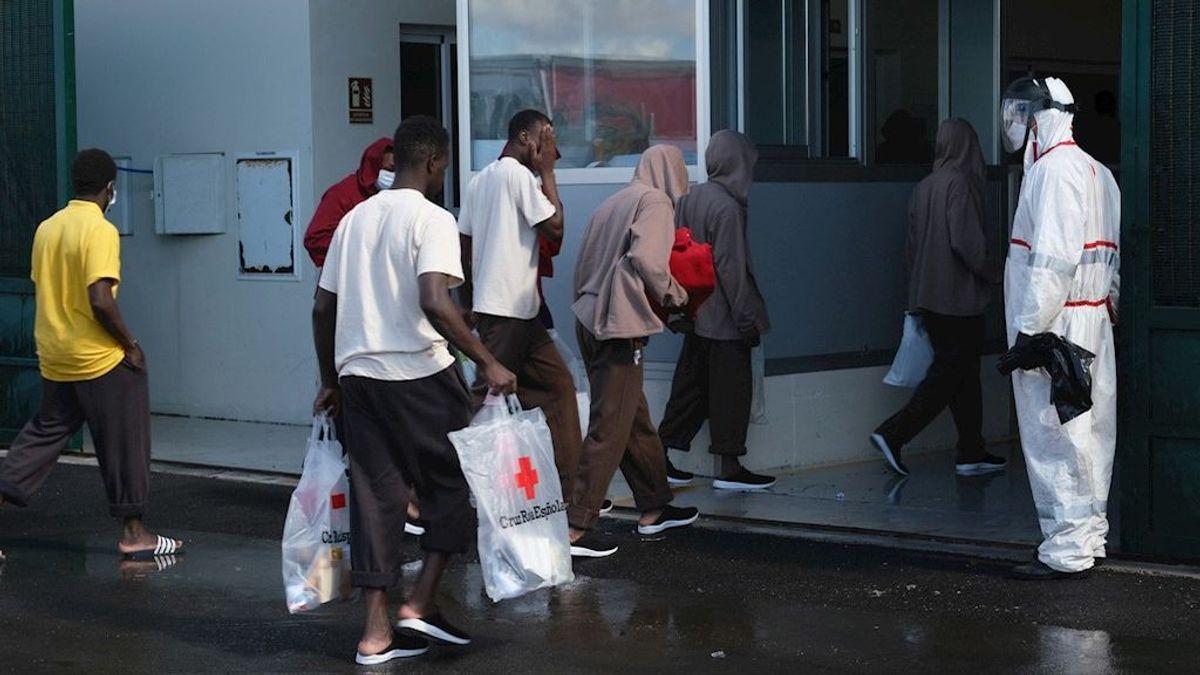 Once de los 31 migrantes de la patera llegada el jueves a Fuerteventura dan positivo por coronavirus